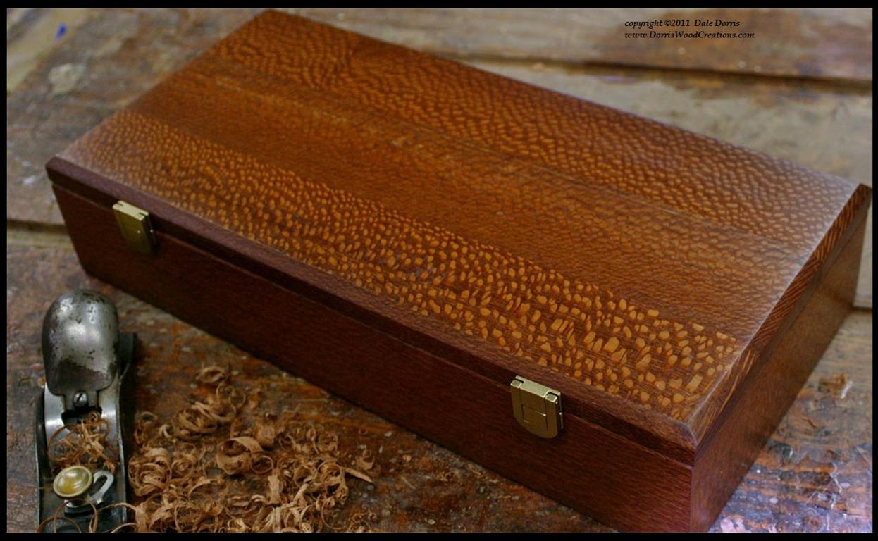 B_carving_set_box_Leopardwood_bordtext.jpg