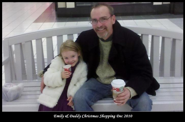 emily_daddy_Xmas_shopping_2010_bord_text_Sm.jpg