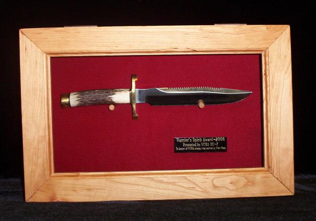 Single Knife Presentation Displays